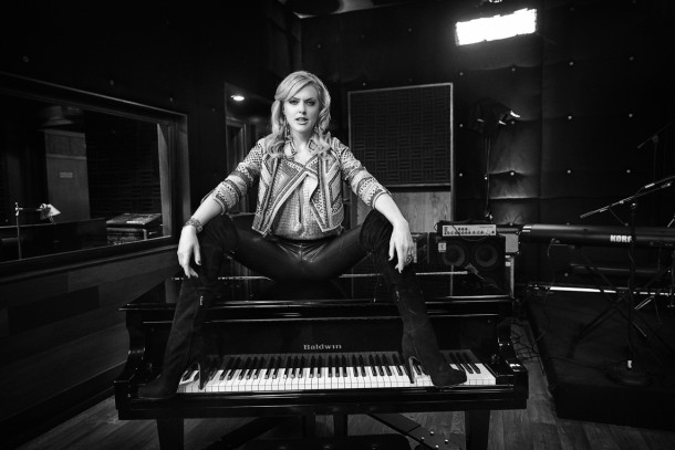 SEX&DRUGS&ROCK&ROLL - Pictured: Elaine Hendrix as Ava. CR. Danny Clinch/FX