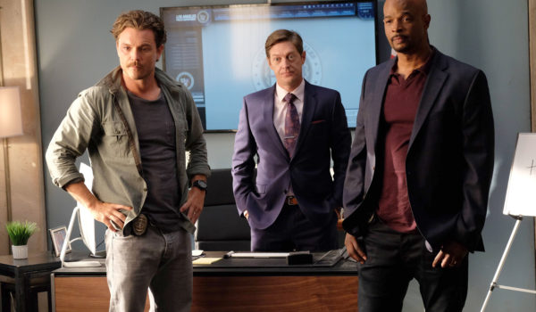 "LETHAL WEAPON: Pictured L-R: Clayne Crawford, Kevin Rahm and Damon Wayans in the ""Surf n Turf"" episode of LETHAL WEAPON airing Wednesday, Sept. 28 (8:00-9:00 PM ET/PT) on FOX. ©2016 Fox Broadcasting Co. CR: Darren Michaels/FOX"