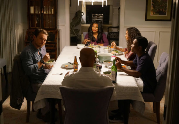 LETHAL WEAPON: Pictured L-R: Clayne Crawford, Keesha Sharp, Chandler Kinney, Dante Brown and Damon Wayans in the series premiere episode of LETHAL WEAPON airing Wednesday, Sept. 21 (8:00-9:00 PM ET/PT) on FOX. ©2016 Fox Broadcasting Co. CR: Richard Foreman/FOX